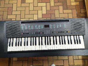 Yamaha Portatone PSR-R200 Electronic Keyboard for Sale in Roswell, GA