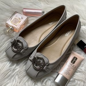 Michael Kors Signature Flat Size 7, 8 and 8.5 for Sale in Vancouver, WA