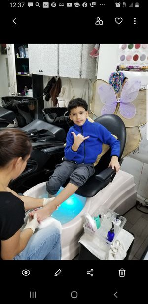 Kids pedicure chair for Sale in Queens, NY