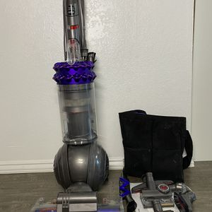 Dyson Cinetic Big Ball Animal + Allergy Upright Bagless Vacuum Cleaner for Sale in Hawthorne, CA