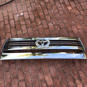 Toyota Tundra Front Grill 2014-2019 for Sale in Miami, FL