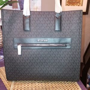 100 % Real Michael Kors Bag for Sale in Irmo, SC