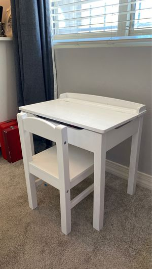 PENDING Melissa and Doug kids Desk and Chair for Sale in Phoenix, AZ