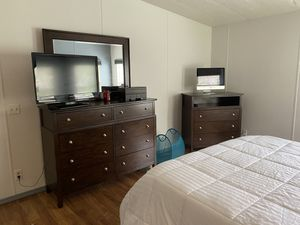 Rooms to Go 5 piece bedroom set. (moving must go) for Sale in Kissimmee, FL