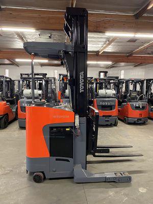 2015 Toyota 8BRU18 Reach Truck Forklift for Sale in Claremont, CA