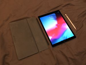 "2017 iPad Pro 12.9"" (2nd gen) 256GB with Apple Pencil & Smart Keyboard for Sale in Portland, OR"