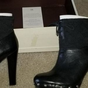 Shoes, New Or Excellent Condition, Size 7.5 for Sale in Pine Hill, NJ