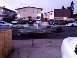 14 ft Western Aluminum center console for Sale in San Diego, CA