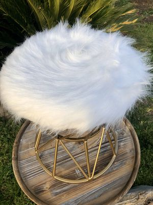⭐️New in Box. White Faux fur vanity stool. PICK UP BY ASHLAN AND TEMPERANCE IN CLOVIS for Sale in Clovis, CA