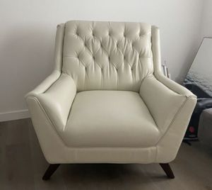 White Mid Century Faux Leather Chair for Sale in Los Angeles, CA