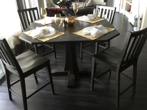 Apartment/Dine in Kitchen High top Table and Chairs for Sale in Rockville, MD