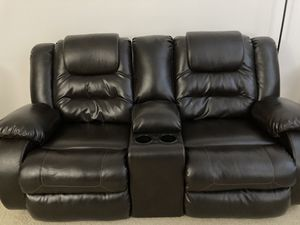 Reclining Loveseat sofa with console for Sale in San Jose, CA