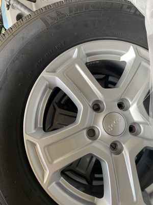 Jeep Wrangler 2018, Wheels and tires 245/75/17R for Sale in Tampa, FL