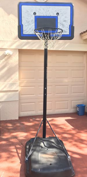 Basketball hoop for Sale in Miami Gardens, FL