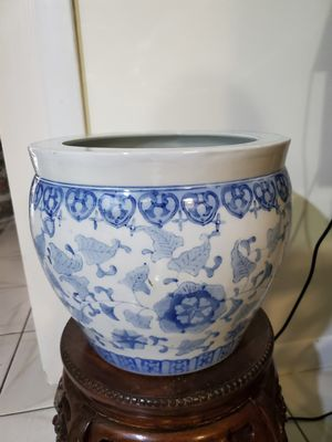 WHITE AND BLUE PORCELAIN FLOWER POT.(measures in the photo) 10 inch tall x 12 inch Diameter. for Sale in Miami, FL