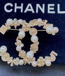 No.5 perfume charms Gold CC With Pearls Brooch for Sale in Fremont,  CA