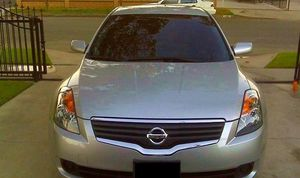 2OO8 Nissan Altima price $1000 for Sale in Chicago, IL