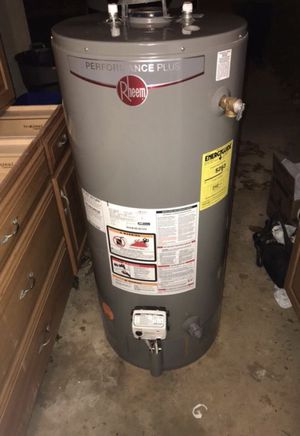 Rheem 2014 40 gallon gas hot water heater tank. Great condition short water heater. Still has 3 year manufacturer warranty Can deliver for a fee for Sale in Philadelphia, PA