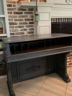 Absolutely Beautiful Refinished Vintage Mahogany Desk / Entryway Piece / Media Console for Sale in Lake Worth,  FL
