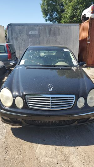 Mercedes E350 for parts only 2006 for Sale in Tampa, FL