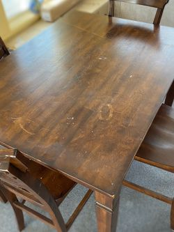 Dining Room Table And Chairs for Sale in Swampscott,  MA