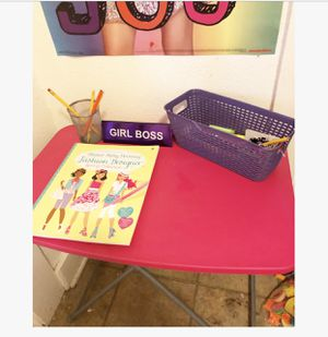 Little girls 2-3ft table for Sale in San Antonio, TX