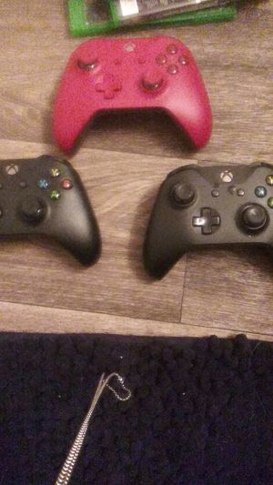 3 xbox 1 controllers for Sale in Mesa, AZ