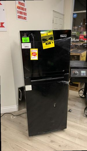 Magic chef HMDR1000B refrigerator top freezer 10.1 Cu.ft. LD for Sale in Ontario, CA