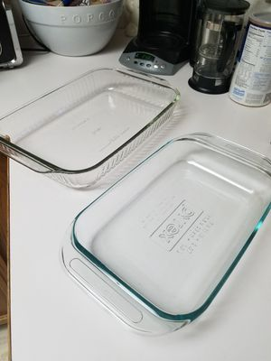 2 Pyrex Casserole Dishes / Near Perfect for Sale in Puyallup, WA