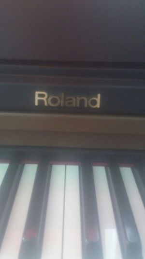 Im selling a piano the brand is Roland in excellent condition for Sale in West Palm Beach, FL