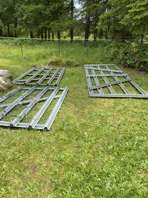 Fence gates PENDING for Sale in Roy, WA