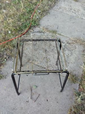 Small metal end table for Sale in Wichita, KS