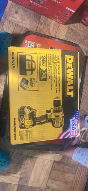 DEWALT 20-Volt MAX XR Lithium-Ion Cordless 1/2 in. Brushless Compact Hammer Drill with 2 Batteries 2 Ah, Charger and Case for Sale in Hyattsville, MD