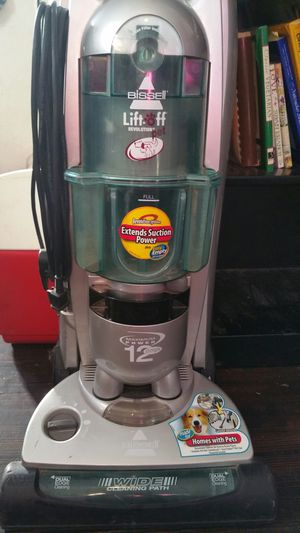 Bissell lift off revolution pet vacuum for Sale in Sioux Falls, SD
