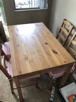 Dining table and four chairs for Sale in Cleveland, OH