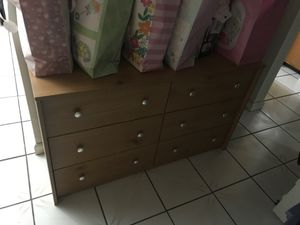 Free dresser for Sale in Ontario, CA