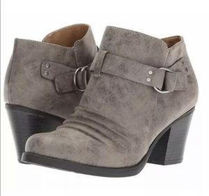 Natural Soul Shoe Women's Yeva Ankle Boot Side Zipper Buckle Gray Color Sz 9.5 for Sale in Stone Mountain, GA