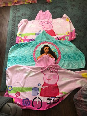 3 kids hooded towels 2 Peppa Pigs and 1 Moana and a Jean ruffle dress for Sale in Irvine, CA