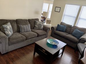 Sofa and loveseat set for Sale in Hamden, CT