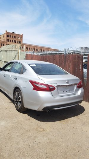 2018 Nissan Altima sv salvage title for Sale in Glendale, AZ