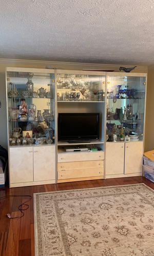 Curio cabinet or display cabinet 3 separate shelf for Sale in North Springfield, VA