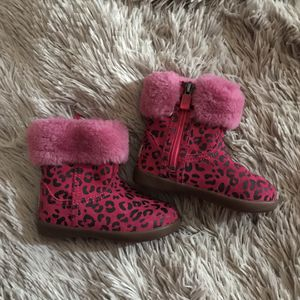 Girls Uggs Size 6 for Sale in Woodhull, IL