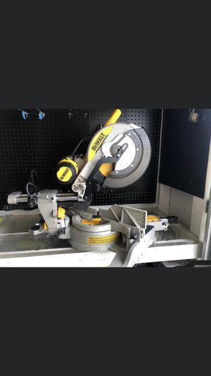 ⚠️ DEWALT 15 Amp 12 in. Double Bevel Sliding Compound Miter Saw⚠️ for Sale in Fontana, CA