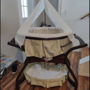 Baby Bassinet for Sale in Redmond, OR