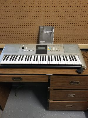 Yamaha ypt-320 61 key piano keyboard for Sale in Peoria, AZ