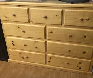 Pinewood Dresser 9 drawer for Sale in Seal Beach, CA