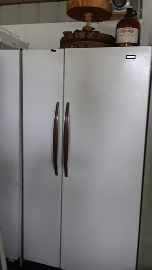 Side by side refrigerators have 2 they are free for Sale in Estacada, OR