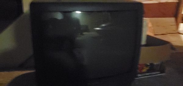 TV flatscreen $10. and picture . $30