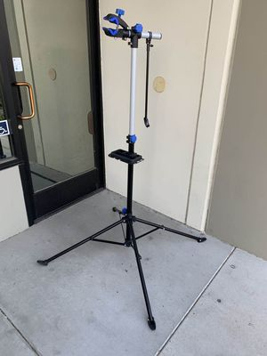 New adjustable 41 to 75 inch bicycle bike repair stand with handlebar stabilizer bar 66lbs capacity excellent quality for Sale in San Dimas, CA