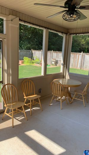 Wood Round Table w/ (4) Chairs for Sale in Cumming, GA